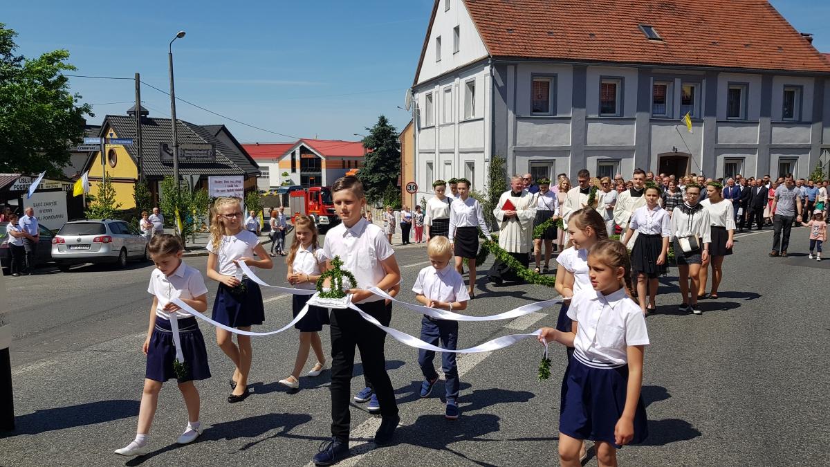 Procesja z domu neoprezbitera i poświęcenia Krzyża przy kościele św Mikołaja_22