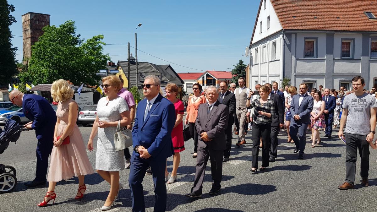 Procesja z domu neoprezbitera i poświęcenia Krzyża przy kościele św Mikołaja_27