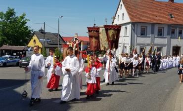 Procesja z domu neoprezbitera i poświęcenia Krzyża przy kościele św Mikołaja_10