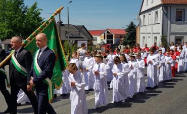 Procesja z domu neoprezbitera i poświęcenia Krzyża przy kościele św Mikołaja_14