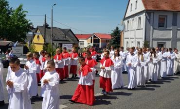 Procesja z domu neoprezbitera i poświęcenia Krzyża przy kościele św Mikołaja_15