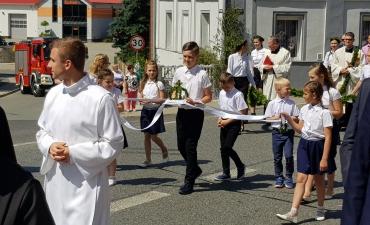 Procesja z domu neoprezbitera i poświęcenia Krzyża przy kościele św Mikołaja_19