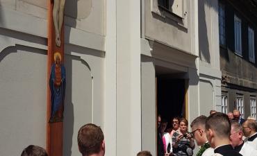 Procesja z domu neoprezbitera i poświęcenia Krzyża przy kościele św Mikołaja_2