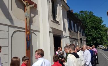 Procesja z domu neoprezbitera i poświęcenia Krzyża przy kościele św Mikołaja_3