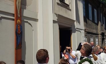 Procesja z domu neoprezbitera i poświęcenia Krzyża przy kościele św Mikołaja_8