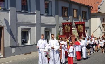 Procesja z domu neoprezbitera i poświęcenia krzyża przy kościele św Mikołaja